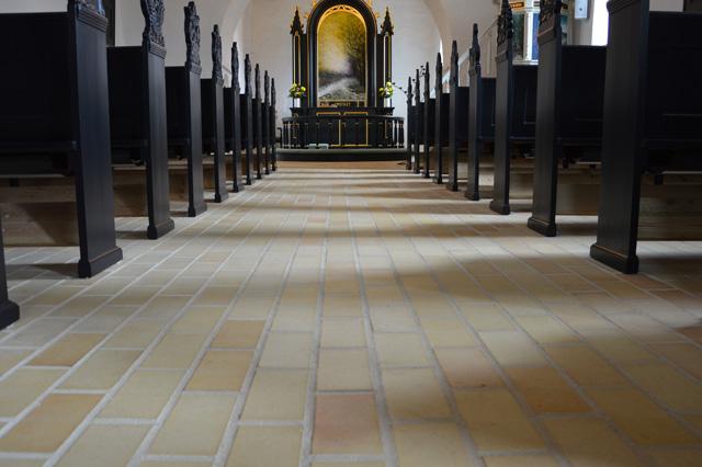 skarrild-kirke-gulvtegl
